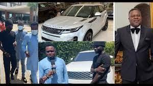 WATCH VIDEO: Dr Kwaku Oteng Surprises Kuami Eugene as he gifts him Brand New Range Rover Velar 2020