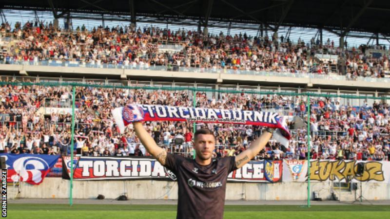 A promise to his grandma & an unprecedented welcome - Lukas Podolski finally makes his dream move